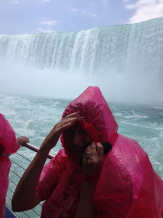 Cruise up to Horseshoe Falls (it was very wet!)